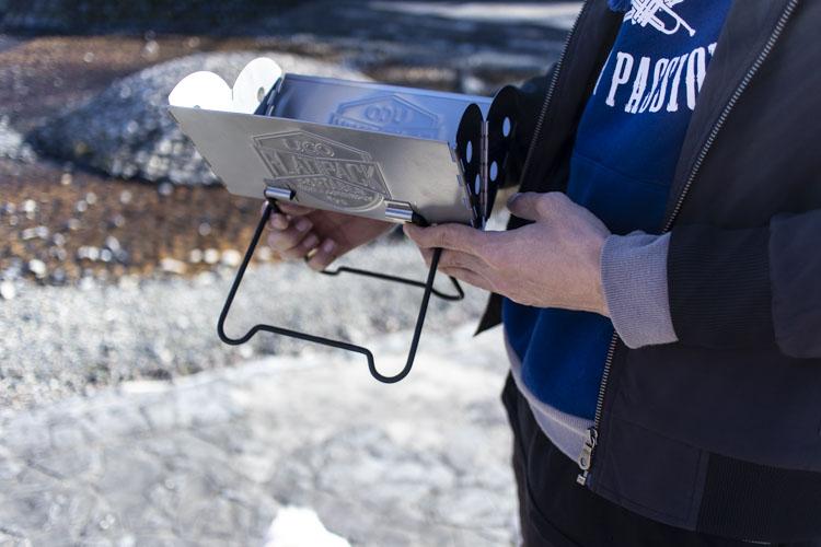UCO(ユーコ)焚き火台『ミニフラットパックポータブル』は片手で楽々持ち運べるサイズ02