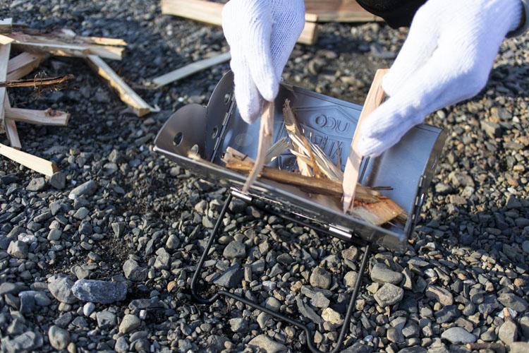 一般的なヒノキの薪を使用