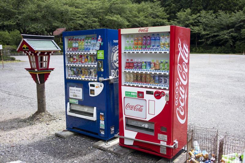 貴嶺宮側の駐車場にある自販機