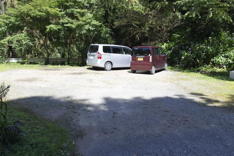 荻不動ヶ滝キャンプ場の先にある駐車場