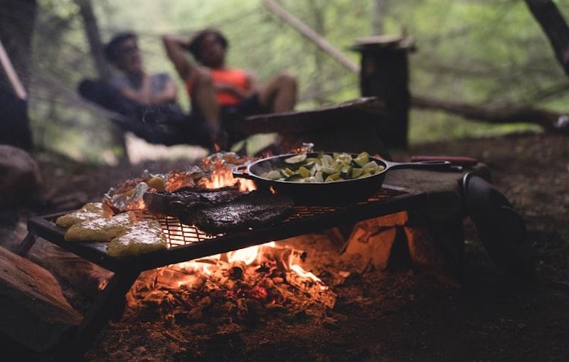 ソロキャンプにおすすめのミニテーブル10選。軽量&コンパクトなソロテーブル