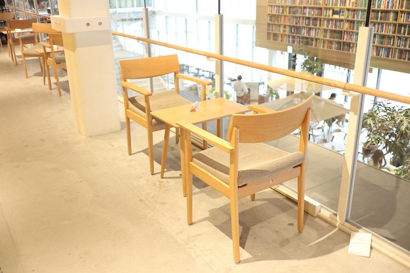 蔦屋書店の2階にある席
