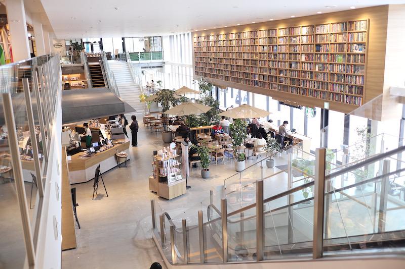 蔦屋書店で本読み放題!ららぽーと名古屋みなとアクルスにあるブックカフェ