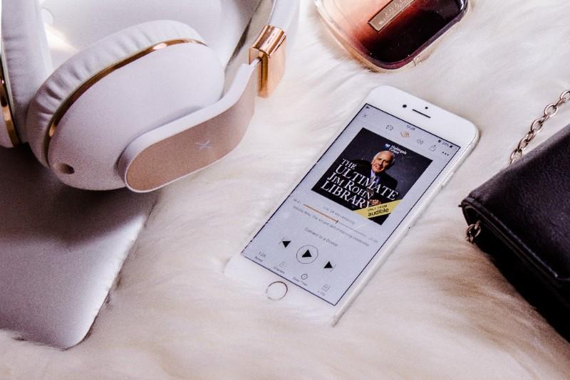 オーディオブックが無料で聴けるサブスクサービス!『Audible』と『audiobook.jp』はどちらがおすすめ?